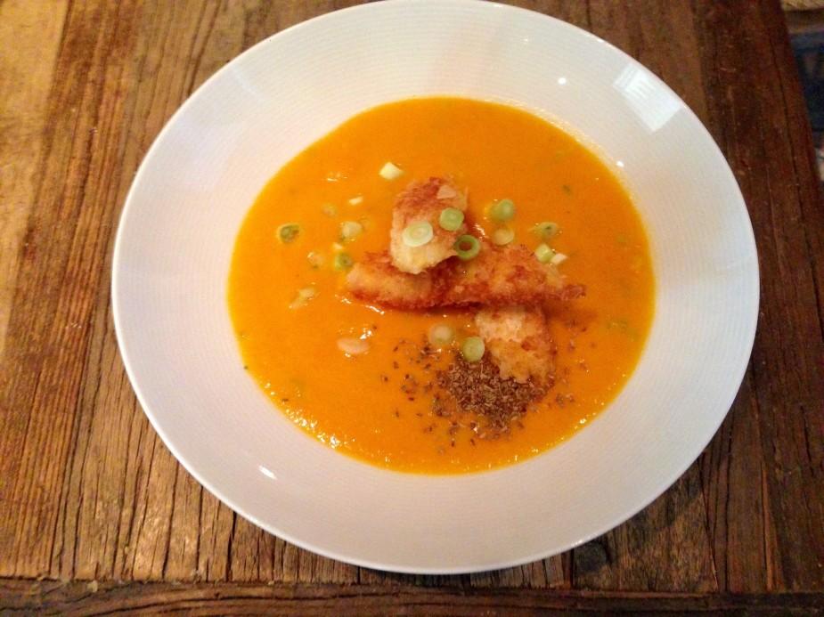 Gulerotsuppe med fiskepinner
