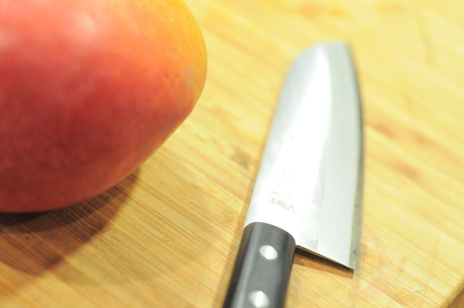 Mango med kniv