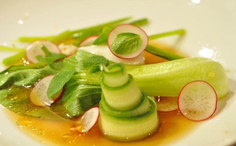 Sous vide skrei med rask dashi og knasendegrønnsaker