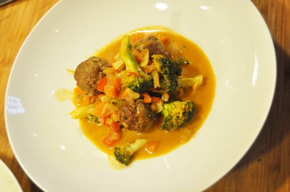 nord-afrikansk inspirert kjøttboller, cous-cous, geitemelk, pistasj, rosiner_ferdig2
