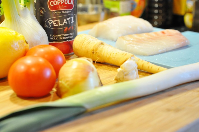 tomatisert fiskesuppe ingredienser