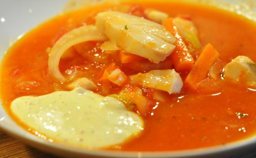 Rask og god tomatisert fiskesuppe medaioli