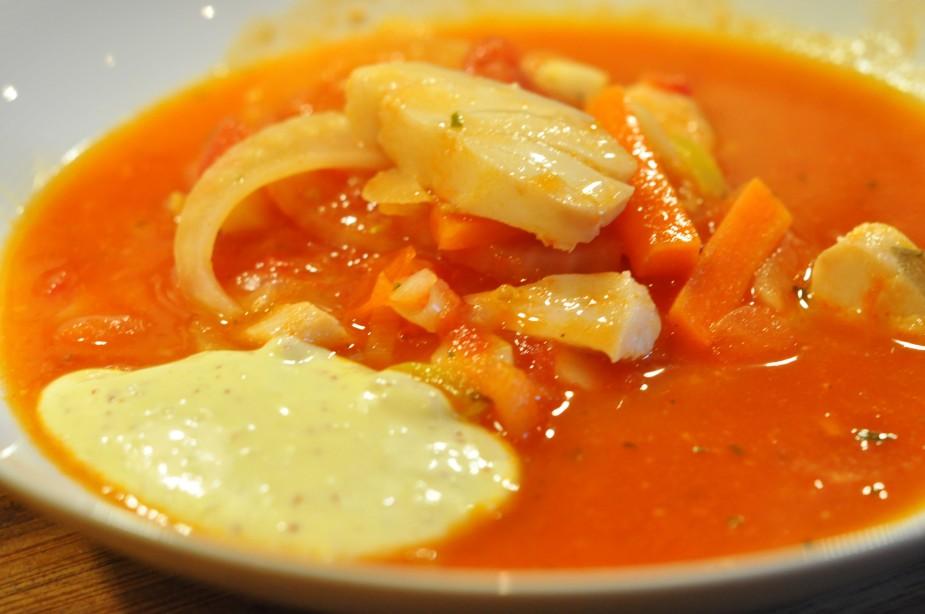 tomatisert fiskesuppe med aioli ferdig