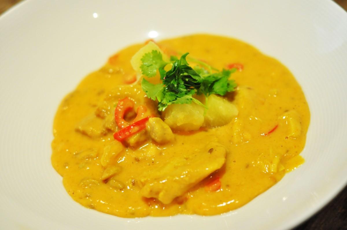 Rask, mild og barnevennlig currysaus som passer til f.eks. kylling, svin og torsk