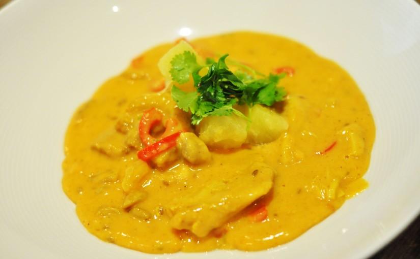 Rask, mild og barnevennlig currysaus som passer til f.eks. kylling, svin ogtorsk