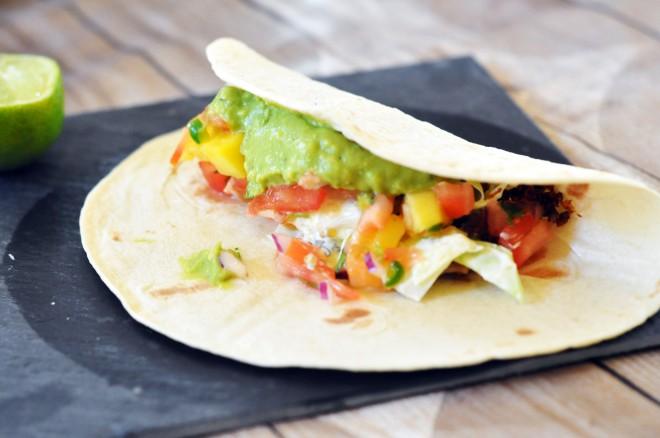 soft taco med hjemmelaget salsa_guacamole og coleslaw (1)