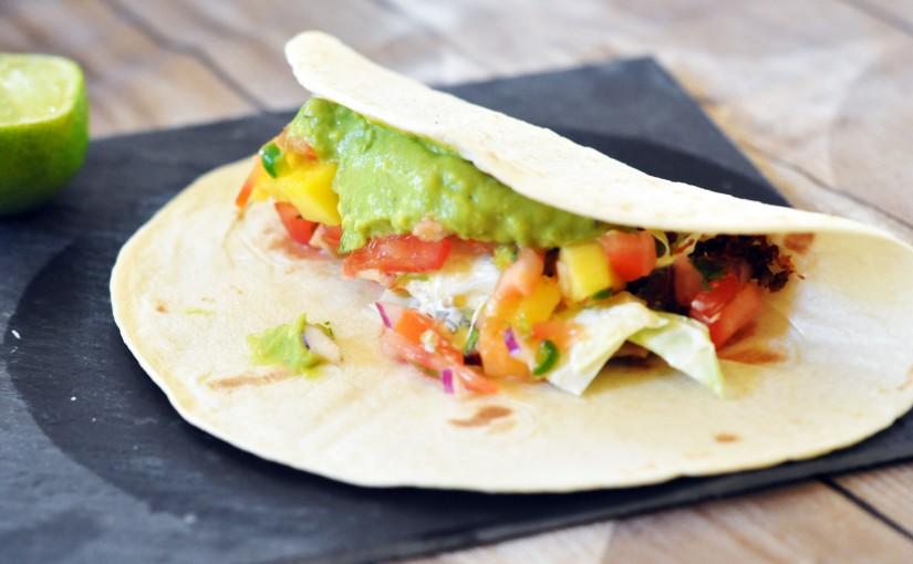 Soft Taco med hjemmelaget salsa, guacamole ogcoleslaw
