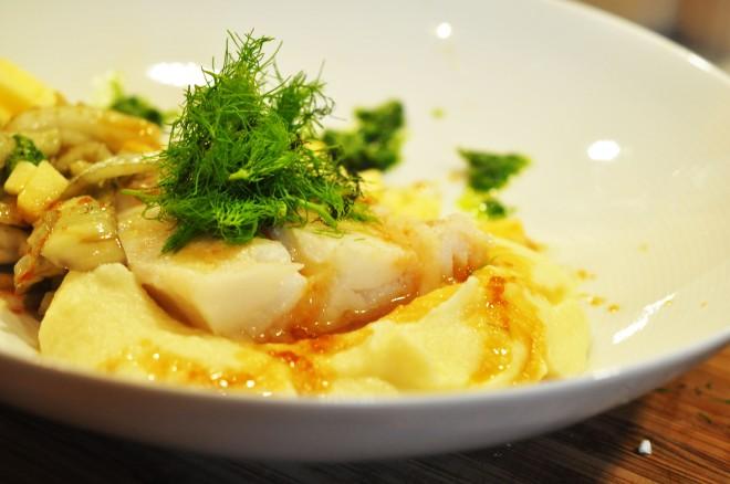 sous vide torsk med blomkål fennikel ramsløk pesto og soyasmør (5)
