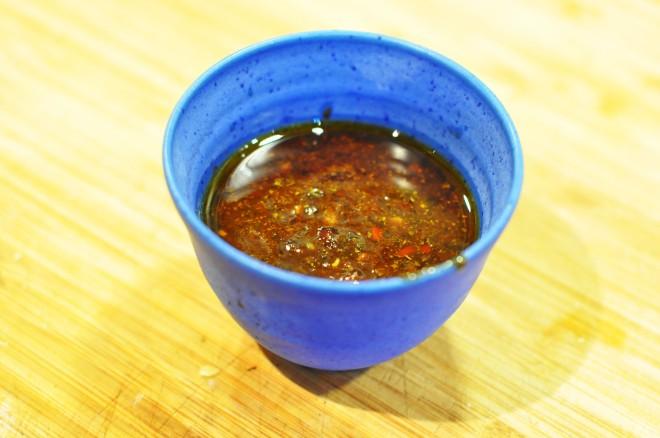 ølboks kylling med soyaglaze, koriander og agurkris og hjemmelaget sweet chili saus (13)