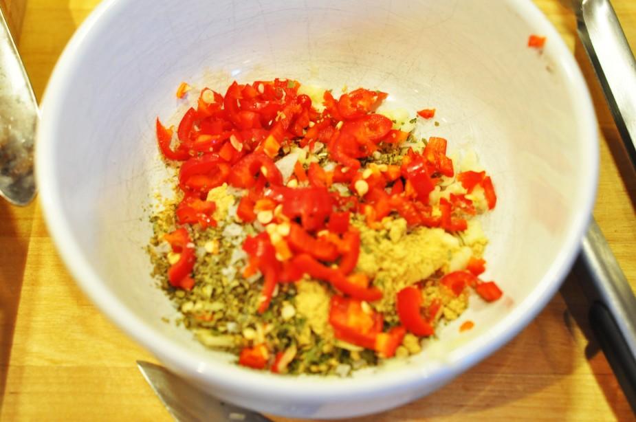 ølboks kylling med soyaglaze, koriander og agurkris og hjemmelaget sweet chili saus (6)