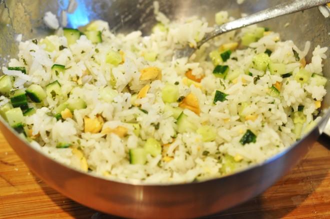 ølboks kylling med soyaglaze, koriander og agurkris og hjemmelaget sweet chili saus (8)