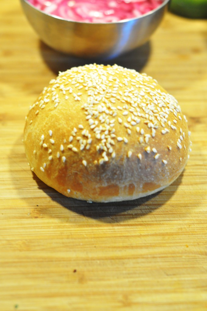 røyket hamburger med coleslaw, ridderost og hjemmelaget hamburgerbrød (12)