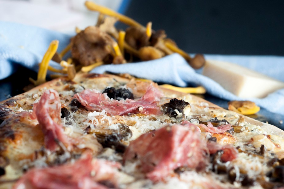 hvit pizza med traktkantarell og talleggio (38)