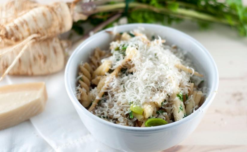 Enda en enkel bolle pasta med persillerot, purreløk og friskpersille.